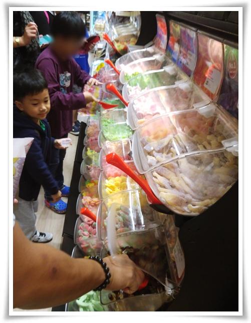 之後行IKEA & 買野食同夾糖, D糖都幾好食呀! 唔太甜, OK ga!!