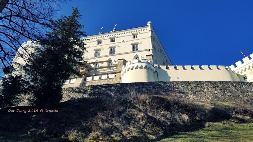 從山腳望向城堡 Trakoscan castle 城堡之旅,克羅地亞 自駕遊 2019