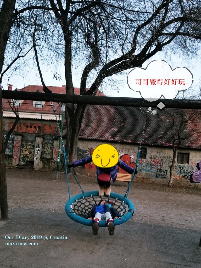 8歲小朋友對於這個位於鬧市中的小小公園還算喜歡
