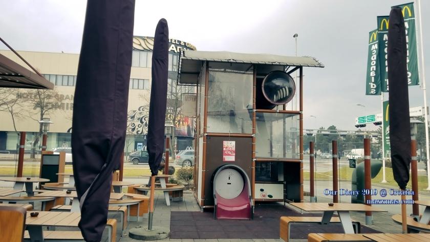 ZAGREB 麥當勞 兒童玩樂設施, 可惜沒有開放 Closed!!